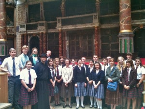 students at the Globe Theatre in 2010